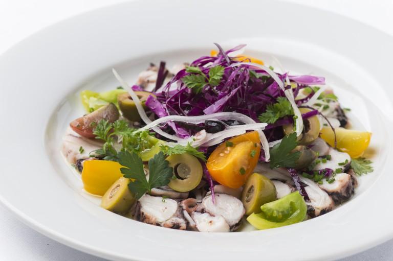 真蛸のサラミソップレッサータ〜地中海風サラダ仕立て〜
